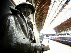 The Unknown Soldier at Paddington Station. Photo by Dom Agius.